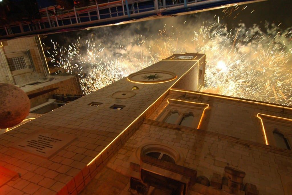 Fuegos artificiales de año nuevo en Dubrovnik